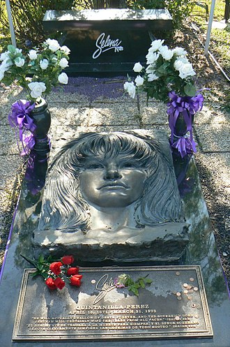 Selena - Selena's grave at the Seaside Memorial Park in Corpus Christi, Texas