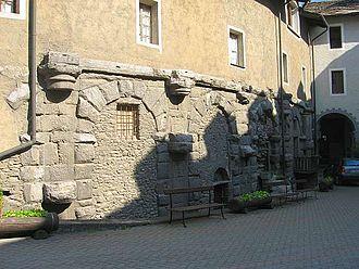 Alpes Poeninae - Image: Semicolonne anfiteatro di aosta