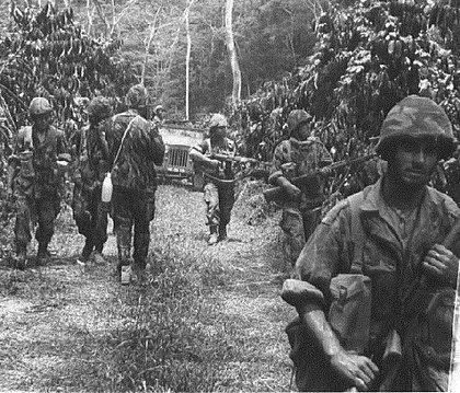 Portuguese Army special cacadores advancing in the African jungle in the early 1960s, during the Angolan War of Independence. Sempreatentos...aoperigo!.jpg