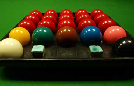 A complete set of snooker balls with 15 red balls, six coloured balls and cue ball. Set of Snookerballs.png
