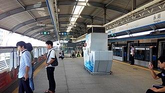 Yonghu station - Image: Shenzhen Metro Line 3 Yonghu Sta Platform
