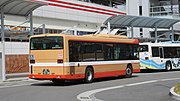 Shinkibus 8375 at Akashi station 02.jpg