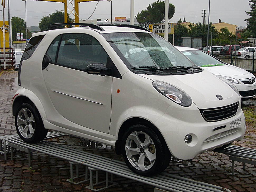 Shuanghuan Bubble (Martin Motors) front quarter