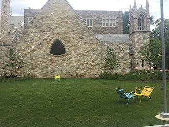 Temple University Beasley School of Law - Side view of Shusterman Hall
