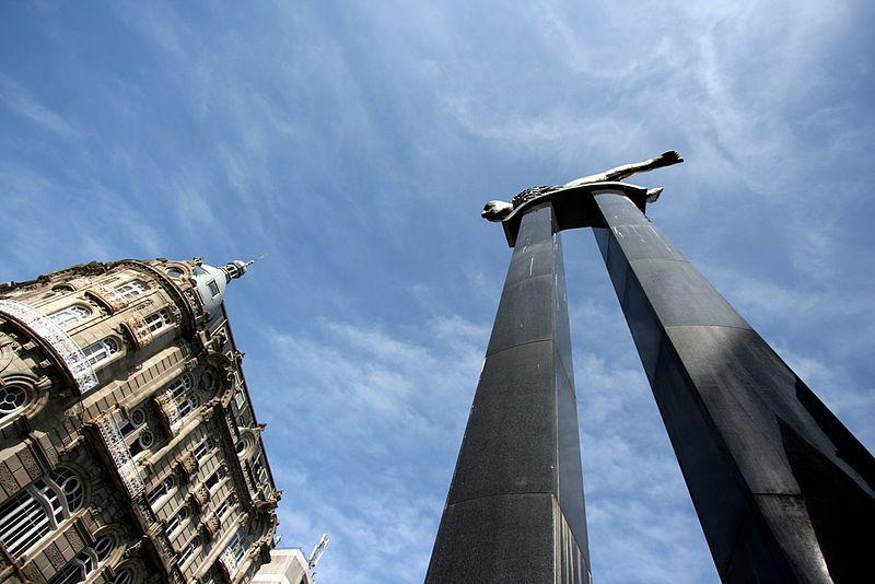File:Sireno. Puerta del Sol. Vigo - panoramio.jpg