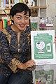 Siska Doviana Dengan Buku Pedoman Penyuntingan Wikipedia 2.jpg