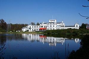 Soestdijk Palace - Image: Soestdijk achter vijver