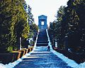 Spomenik neznanom junaku na Avali.jpeg