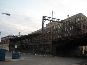 Spring Garden Street station - The abandoned building at left in 2009