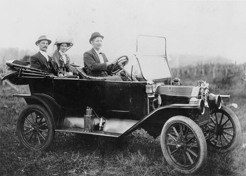 File:StateLibQld 2 179851 1913 Model T Ford takes a couple off on their honeymoon, 1913.jpg