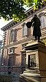 Statua a Francesco Hazez e la Pinacoteca di Brera sullo sfondo.jpg