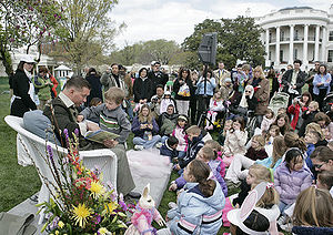 Stephen Baldwin - Baldwin reads to children at the 2007 White House Easter Egg Roll