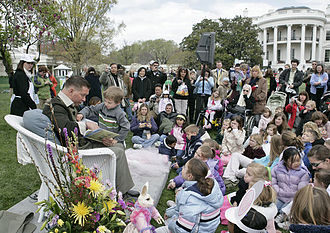 Stephen Baldwin - Baldwin reads to children at the 2007 White House Easter Egg Roll.