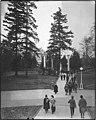 Students walking on University of Washington campus, Seattle, 1915 (MOHAI 2013).jpg
