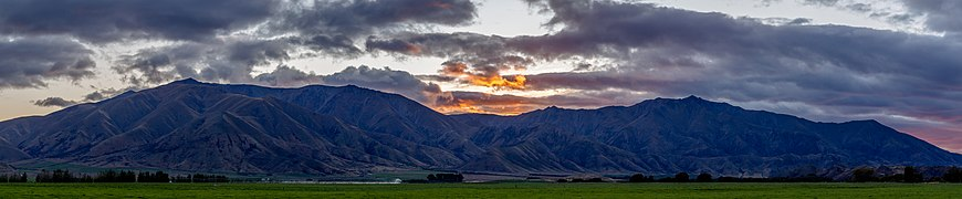 Sunrise over Benmore Range, New Zealand.jpg