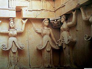 Lista del Patrimonio Mundial. - Página 2 300px-Sveshtari_Thracian_tomb_Bulgaria_IFB