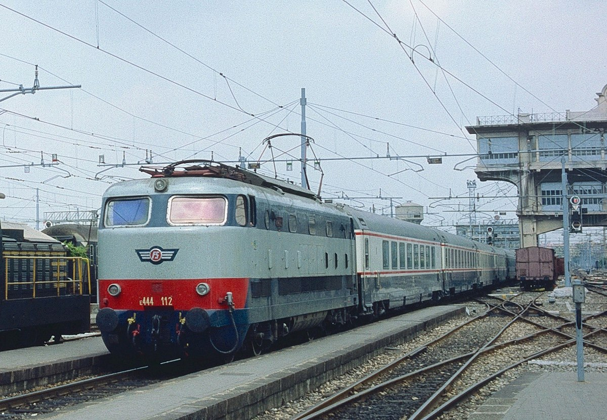 distance from frankfurt to milan by train