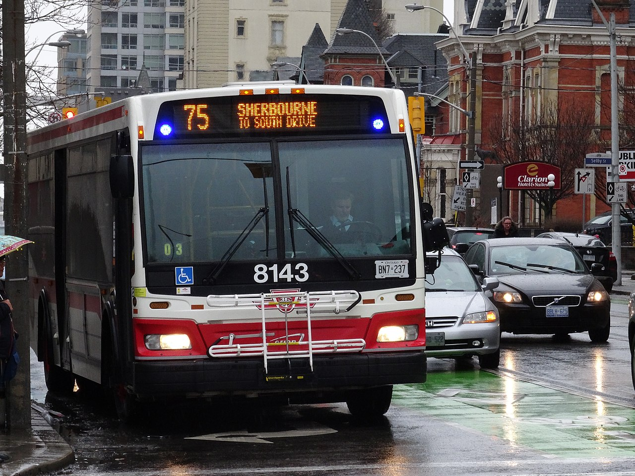 File:TTC bus 8143 at Sherbourne and Bloor, 2014 12 17 (3) (16047130412).jpg - Wikimedia Commons