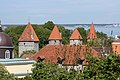 Tallinn, Mura e torri medievali - panoramio.jpg