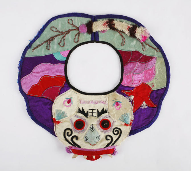 File:The Childrens Museum of Indianapolis - Emroidered infant bib.jpg