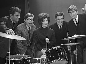 The Honeycombs - The Honeycombs in Rotterdam, 1964. Left to right: John Lantree, Martin Murray, Honey Lantree, Denis D'Ell and Alan Ward.