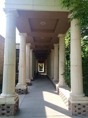 Hun School of Princeton - A colonnade