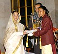 The President, Smt. Pratibha Patil presenting the Arjuna Award -2006 to Ms. Jyoti Sunita Kullu for Hockey (Women) at a glittering function, in New Delhi on August 29, 2007.jpg