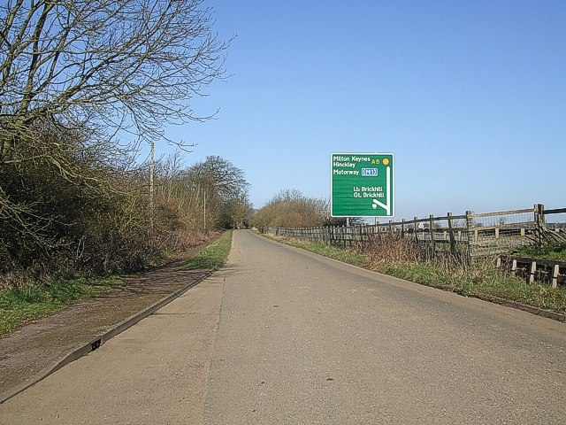The old A5 (Watling Street) - geograph.org.uk - 373527