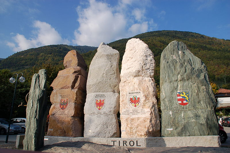 File:Tiroler Platzl in Marling.JPG