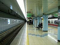 Toei-tsukishima-platform.jpg