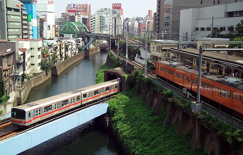 http://upload.wikimedia.org/wikipedia/commons/thumb/a/a6/Tokyo_Public_Transportation_L8609.jpg/800px-Tokyo_Public_Transportation_L8609.jpg