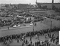 Tour de France , vertrek uit Amsterdam, de Tour caravaan verlaat het Stadion, Bestanddeelnr 906-5814.jpg