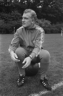 Training Nederlands elftal in Zeist. Trainer George Kessler, Bestanddeelnr 922-8861.jpg