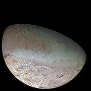 Triton, la lune de Neptune, photographiée par la sonde Voyager 2.