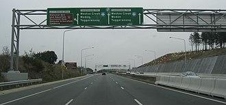 Tuggeranong Parkway - Image: Tuggeranong Parkway signage gantries