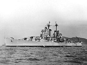 USS Astoria (CL-90) underway at sea, circa in 1947 (NH 98423).jpg