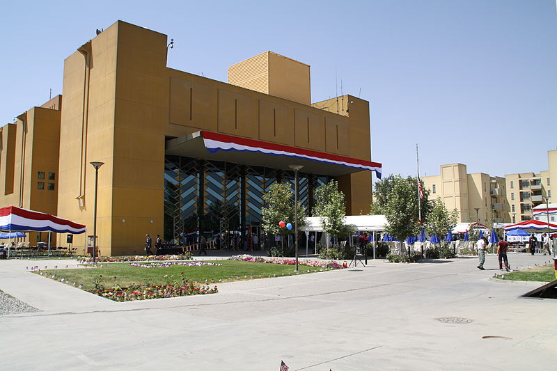 Datei:US Embassy in Kabul on July 4th 2010.jpg