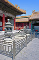 Urn and statuary in Forbidden City courtyard.jpg