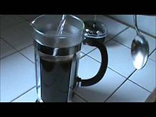 ファイル:Use of a coffee press.ogv