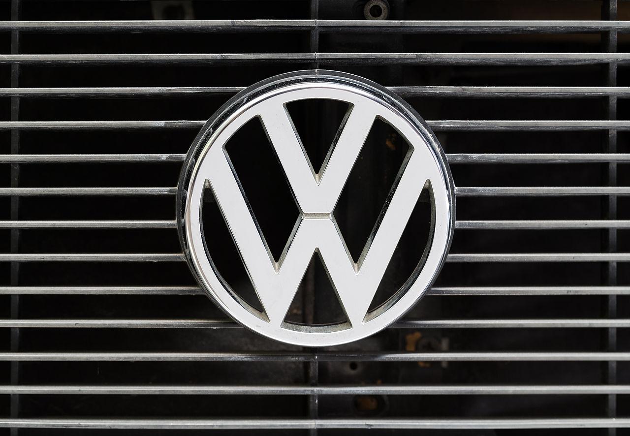 File:VW Logo, Volkswagen Passat B1, SahiFa Braunschweig, AP3Q0119 edit.jpg - Wikimedia Commons