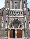 veghel (n-br, nl), statues frontside church