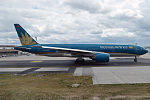 Vietnam Airlines, VN-A146, Boeing 777-26K ER (19733026973).jpg