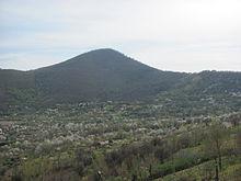 Monte Bosco Borbone visto dalla SP 7 sul monte Le Porche