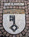 Wappenmosaik der Zähringerstadt Weilheim auf dem Bertoldplatz in St. Peter.jpg