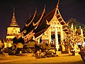 Wat Lok Molee at night.JPG
