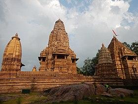 Западная группа храмов - Кхаджурахо 12.jpg