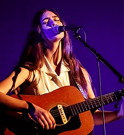 Weyes Blood 04 04 2019 -2 (46859778534) (cropped).jpg