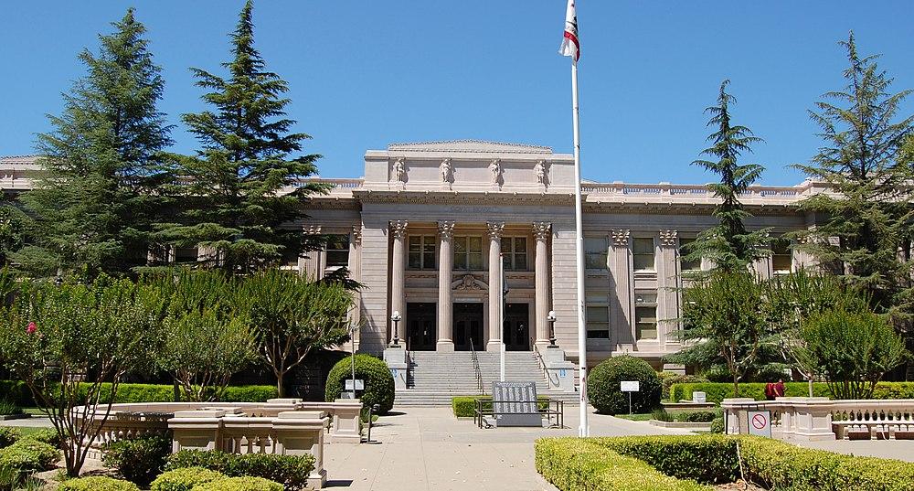 The population density of Woodland in California is 1399.29 people per square kilometer (3622.99 / sq mi)