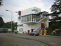 Zaltbommel (NL), 2010-08-01 15.44, Stationsgebouw.jpg