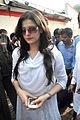 Zarine Khan at Dara Singh's funeral 30.jpg